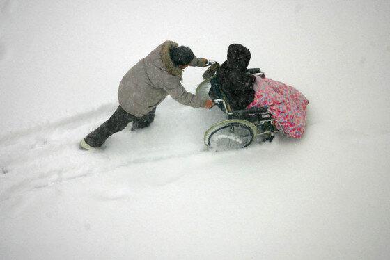 معلولان و چالش روزهای برفی