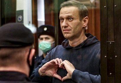 وقتی رهبر مخالفان ولادیمیر پوتین برای همسرش قلب میفرستد!+ فیلم