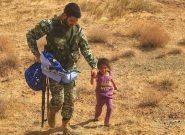 کودک افغان به تکاور ایرانی پناه آورد